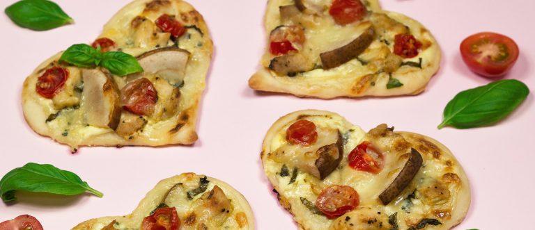 Ystävänpäivän pikkupizzat leivotaan suloisiksi sydämiksi