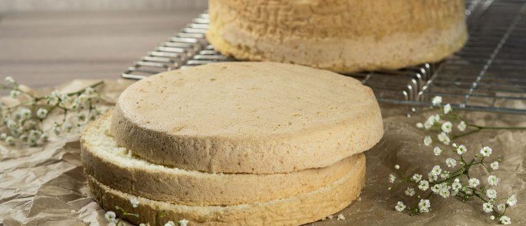 Takuuvarma gluteeniton kakkupohja syntyy tällä ohjeella