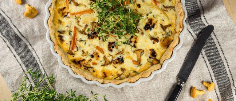 Sienipiirakka saa uutta twistiä mm. leipäjuustosta ja porkkanasta