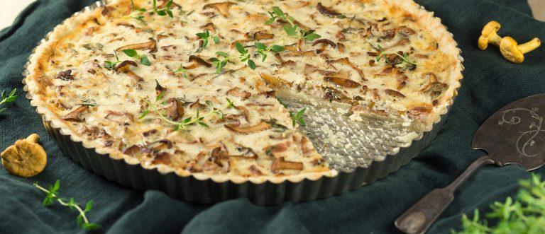Syysklassikko sienipiirakka maistuu niin arkena kuin juhlanakin