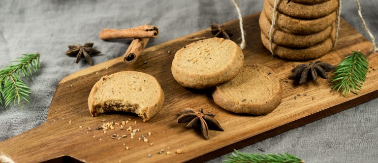 Pikapiparit valmistuvat vähän perinteisiä piparkakkuja vaivattomammin, mutta maistuvat ihanan jouluisilta!