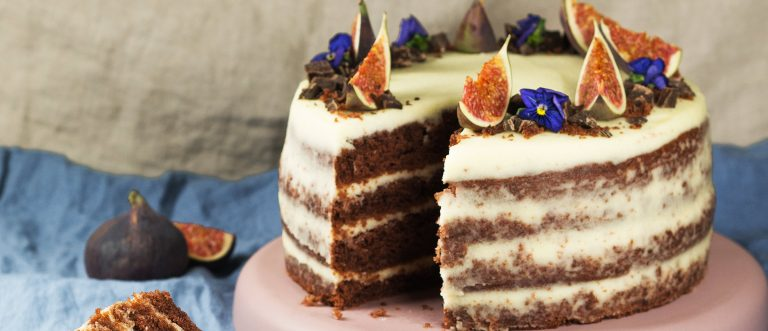 Samettisen pehmeä, tuorejuustotäytteinen red velvet -kakku on Amerikasta kotoisin