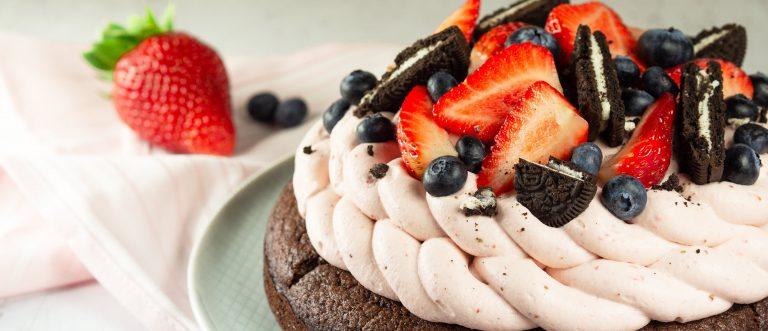 Sunnuntai Leivontamixistä syntyy helposti näyttävä kakku
