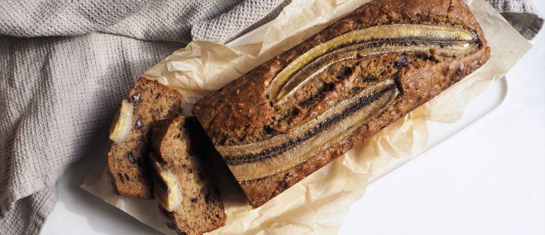 Hyödynnä tummuneet banaanit herkullisessa banana breadissa eli banaanileivässä